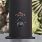 Регулируемая заслонка дымохода контролирует тягу, тем самым регулируя подачу дыма в духовку гриля и температурный режим